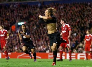 Diego Forlan scores an extra time away goal at Anfield